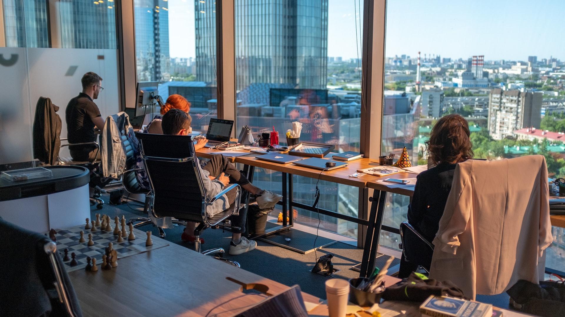 Boost produktiviteten med et bedre arbejdsmiljø